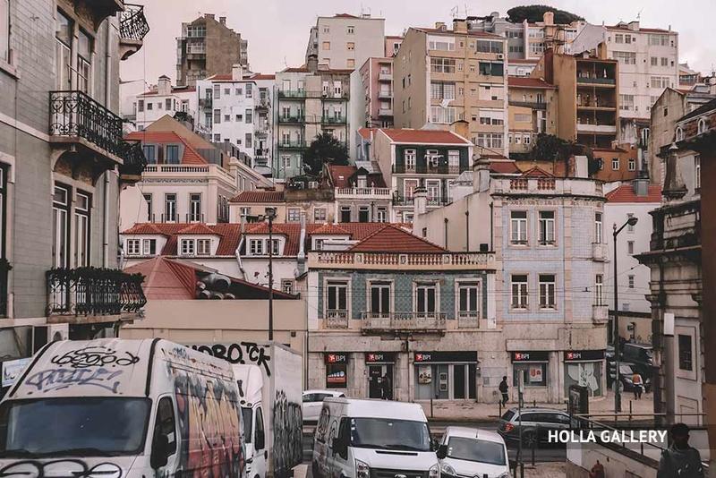 Жилой район Лиссабона с домами на склонне.