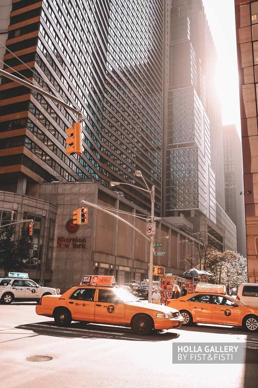 Желтое такси в Нью-Йорке. Перекресток набоскребов, фото картина