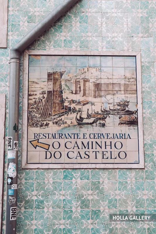 Вывеска на доме в Лиссабоне