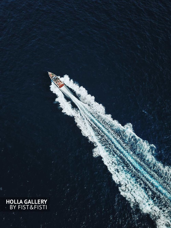 яхта рассекает волны фотография с коптера