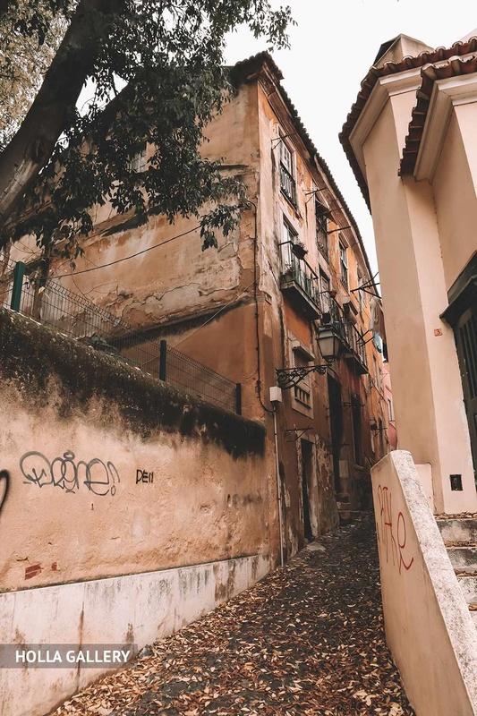 Узкий переулок Лиссабона