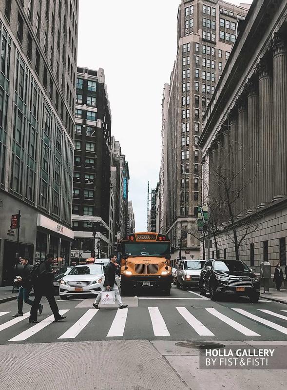 Нью-Йорк, школьный автобус, небоскребы, улица, пешеходы