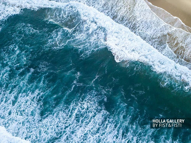 Волны во время прибоя в San Sebastian
