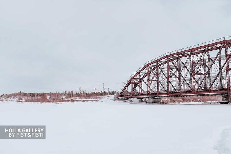 Заснеженная река и железнодорожный мост над притоком Байкала. Заказать фотографию в офис