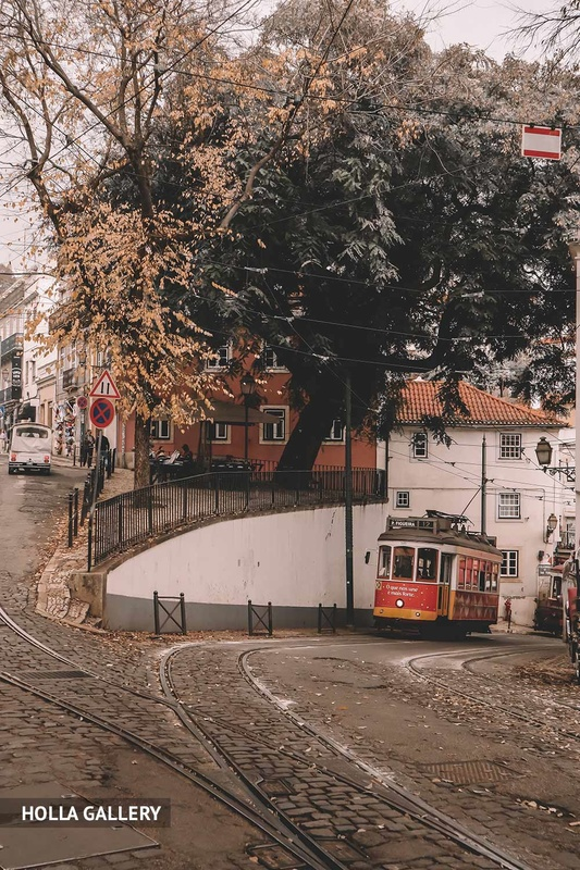 Трамвай на подъеме на улицу Лиссабона
