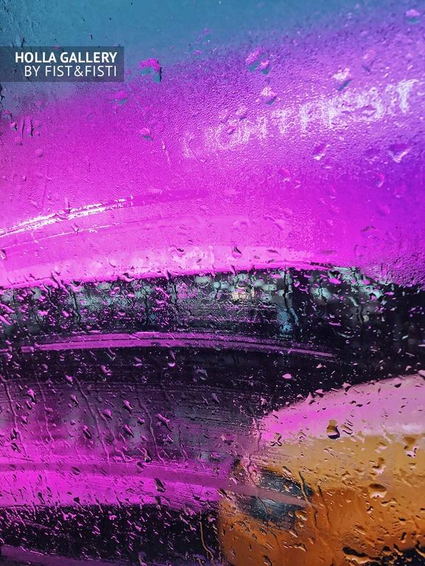 Капли дождя на стекле в потоке машин в Москве. Дизайн интерьера. Картины и фото на стену