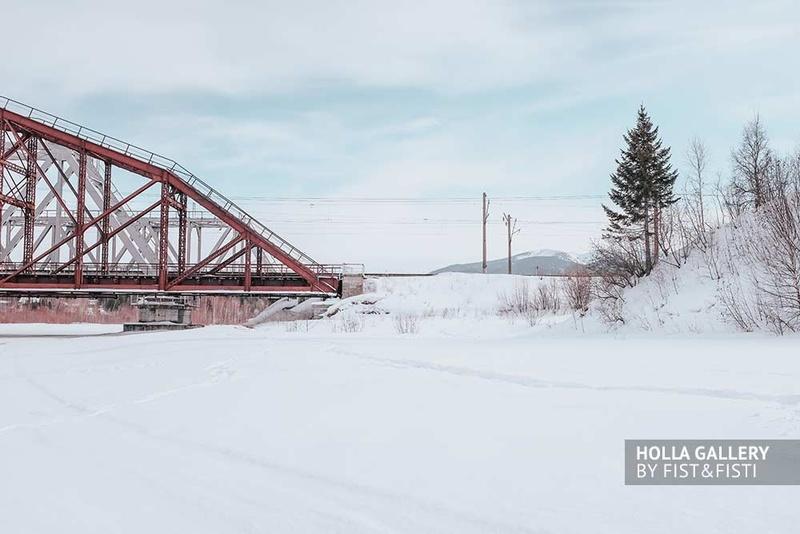 Железнодорожный мост на фоне гор через заснеженную реку у Байкала. Опушка леса. Купить плакат в офис