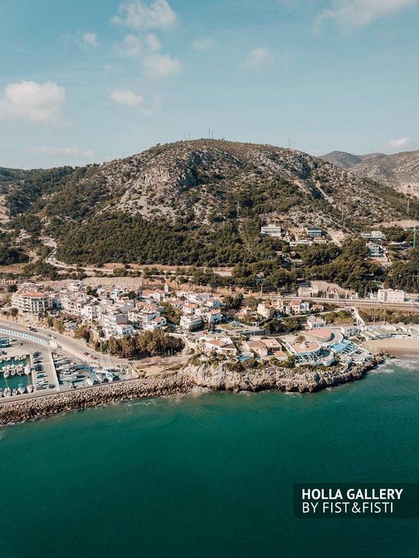 Съемка с коптера, вид на порт и прибрежные горы