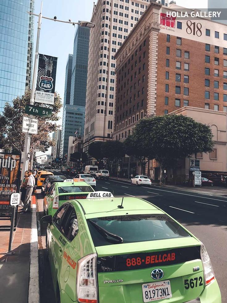 Зеленое такси на улице Нью-Йорка