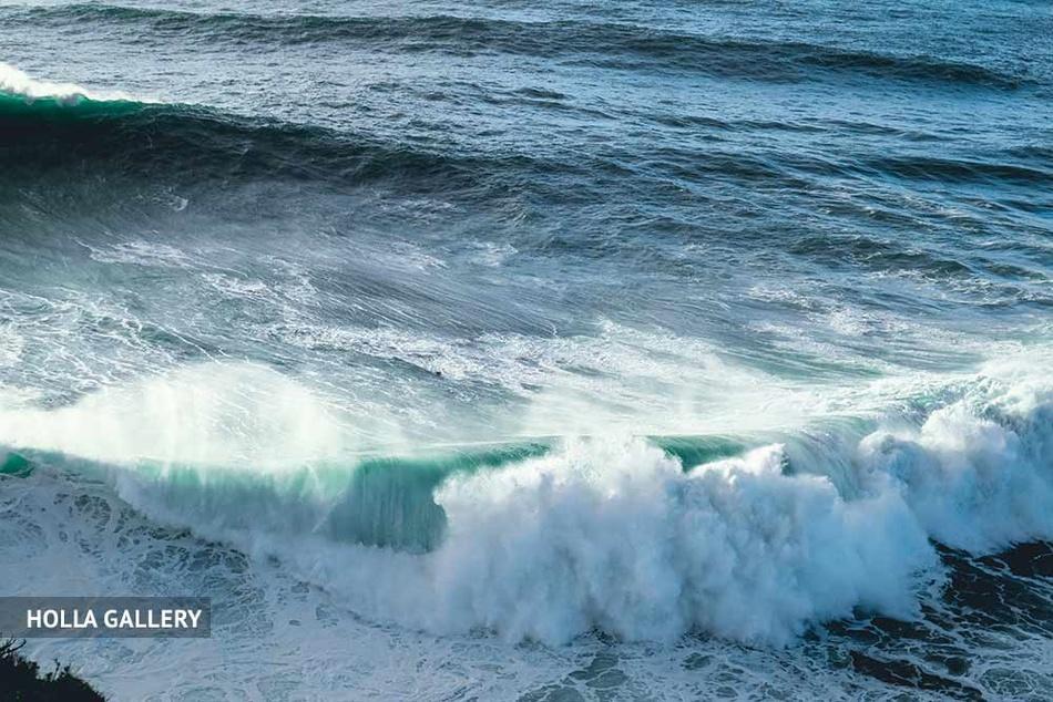 Средиземное море с волнами