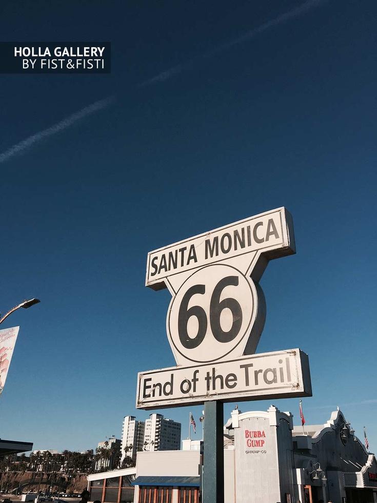 Знак End of the Trail 66 в Santa Monica, США
