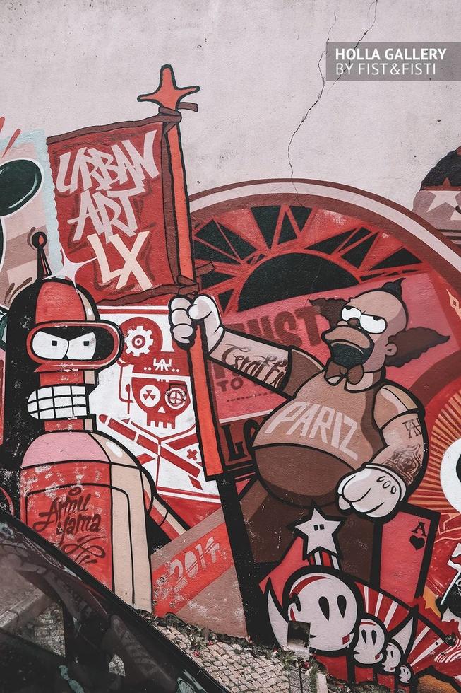 Граффити с Футурамой на белой стене в Лиссабоне.