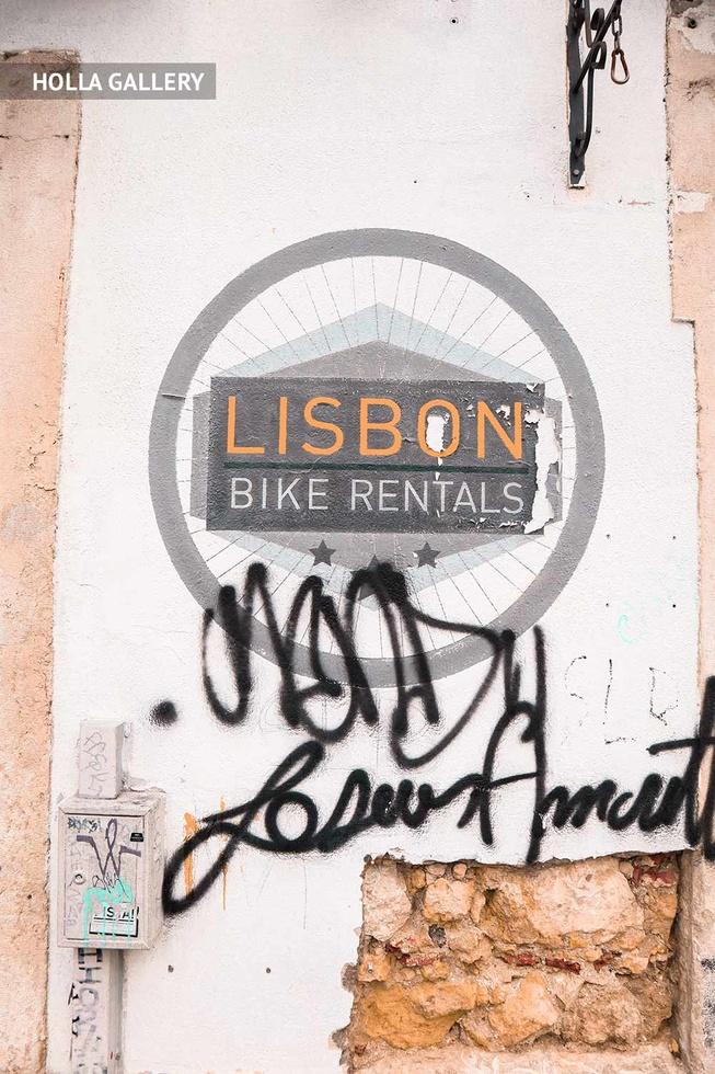 Граффити надпись на стене Лиссабона