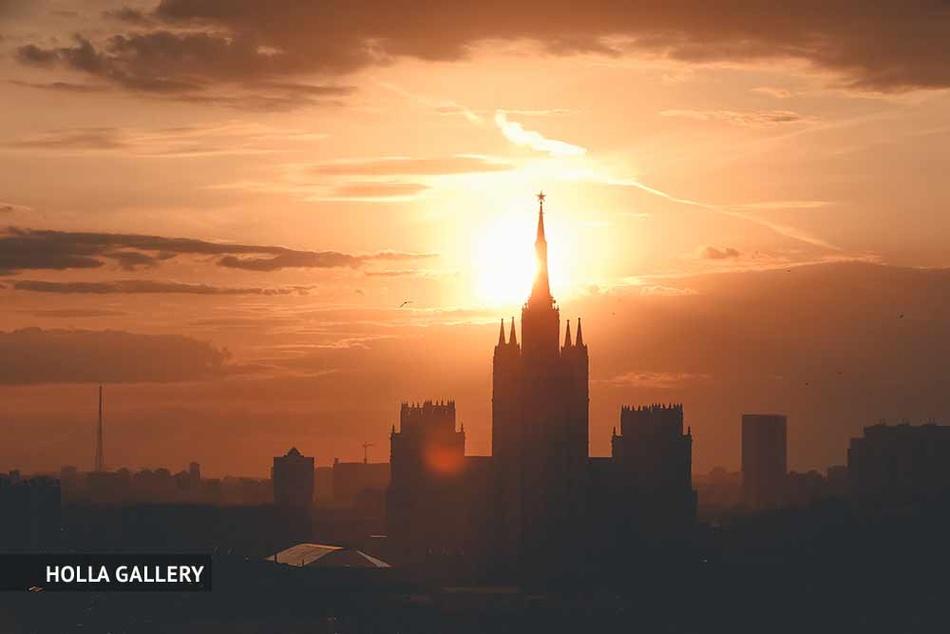 Сталинская высотка на фоне заката