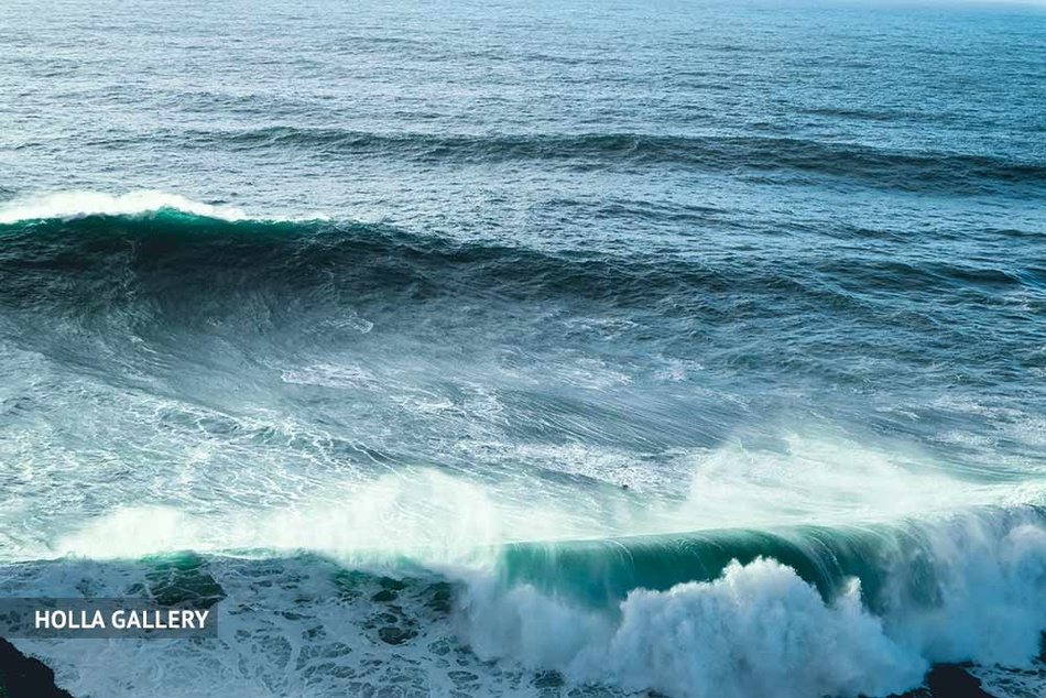 Средиземное море с пенистыми волнами