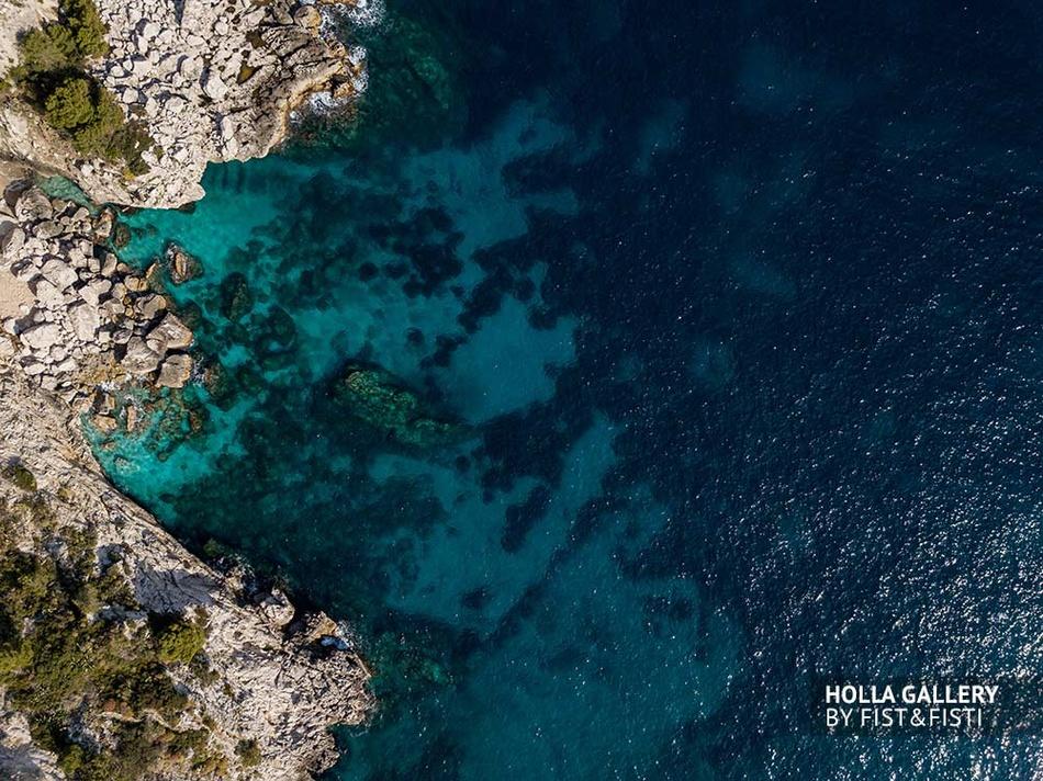 Лагуна Средиземного моря, фото с коптера. Capri, Италия. Фотография для интерьера