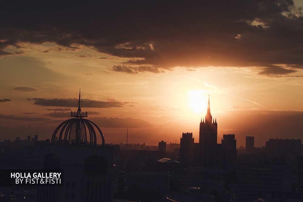 Сталинская высотка в облачном закате, Москва, Россия
