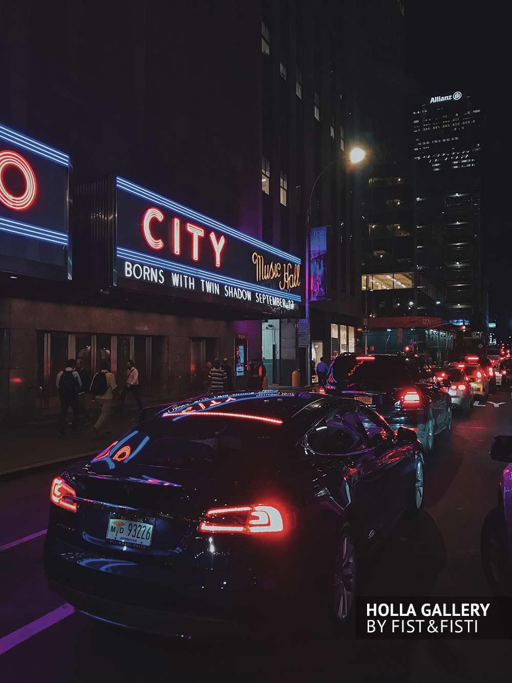 Radio City в вечернем Нью-Йорке. Фото постер