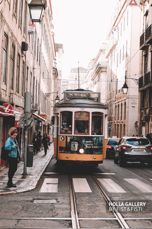 старый трамвай в Лиссабоне
