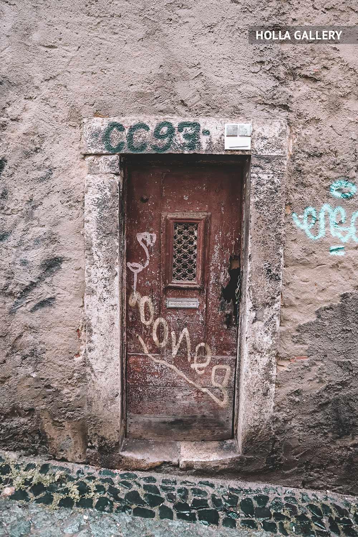 Дверь в стене на улице Лиссабона