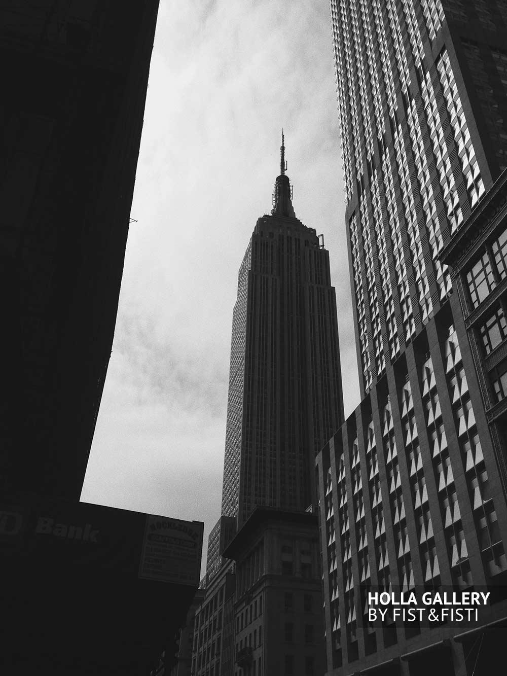 Empire State Building. Черно-белое фото небоскреба. Плакат