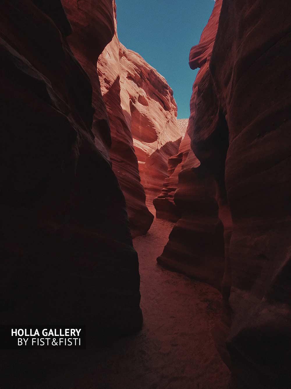 Каньон Антилопы. Проход среди скал. Постер