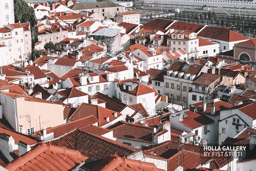 Фотообои города Лиссабон, с множеством зданий.